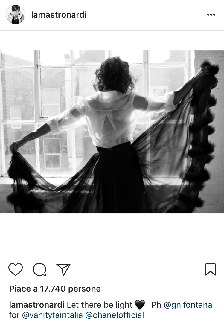 <p>Una foto Chanel per <em>Vanity Fair</em> sul profilo Instagram</p>