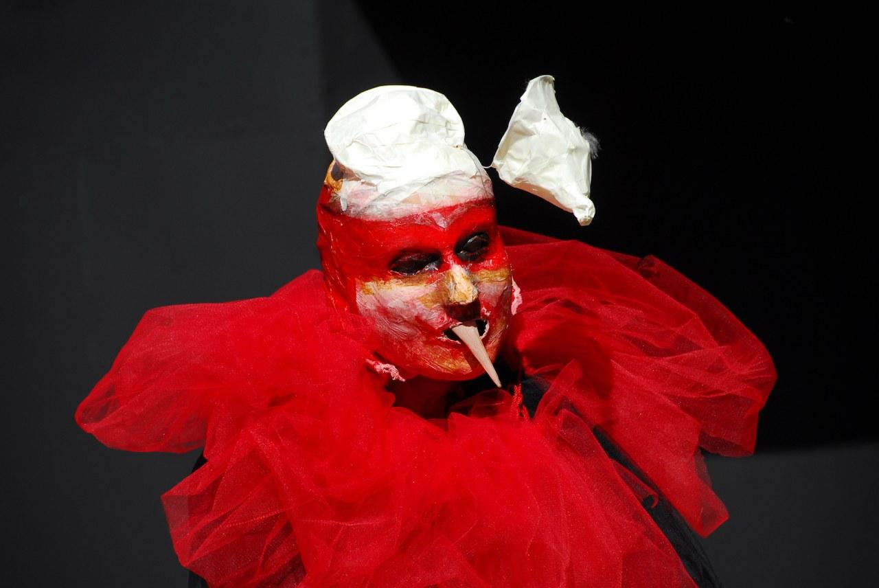 <p>Fig. 8. Compagnia della Fortezza, <em>Pinocchio. Lo Spettacolo della Ragione</em>, regiadi Armando Punzo (Casa di Reclusione di Volterra, 2007), foto di Stefano Vaja</p>
