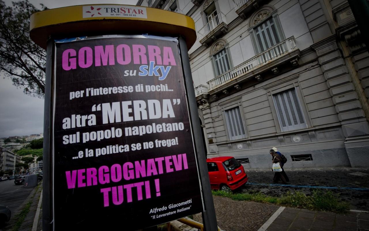 <p>Affissioni di protesta sparse per Napoli contro la serie e Sky Italia. Fonte: Ansa</p>