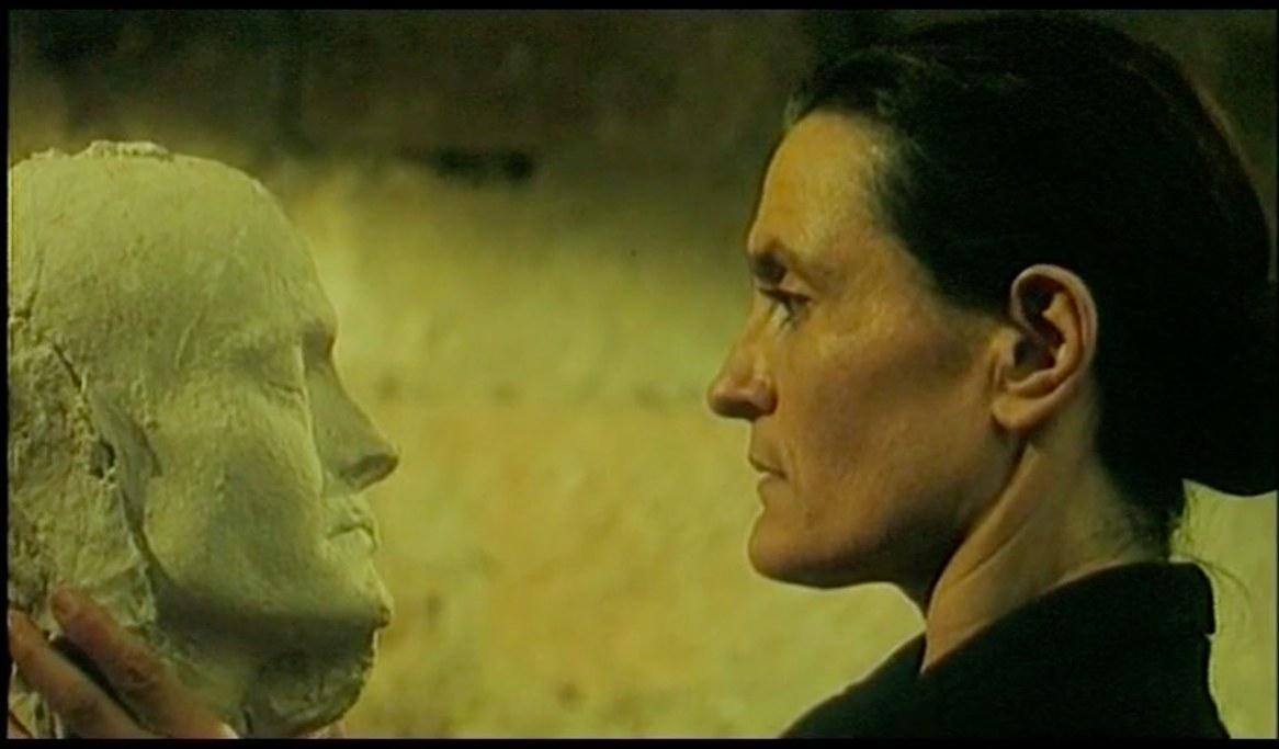 <p>Una scena di <em>...con amore, Fabia</em> di Maria Teresa Camoglio, 1993 -La madre riconosce se stessa e riconosce sua figlia</p>