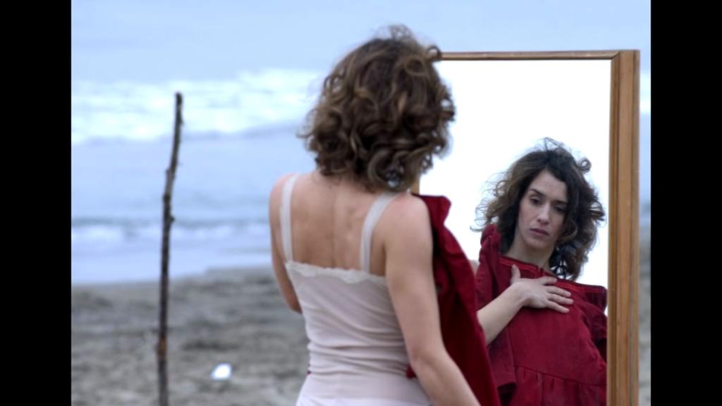 <p>Teresa Saponangelo in <em>Ossidiana </em>di Silvana Maja2007</p>