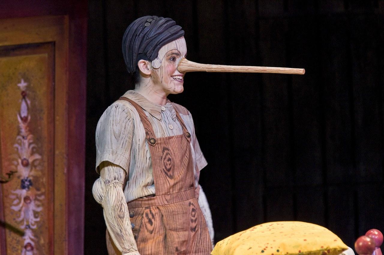 Fig. 5. Il mezzosoprano Victoria Simmonds interprete di Pinocchio nella recita cantabrigense del 2015