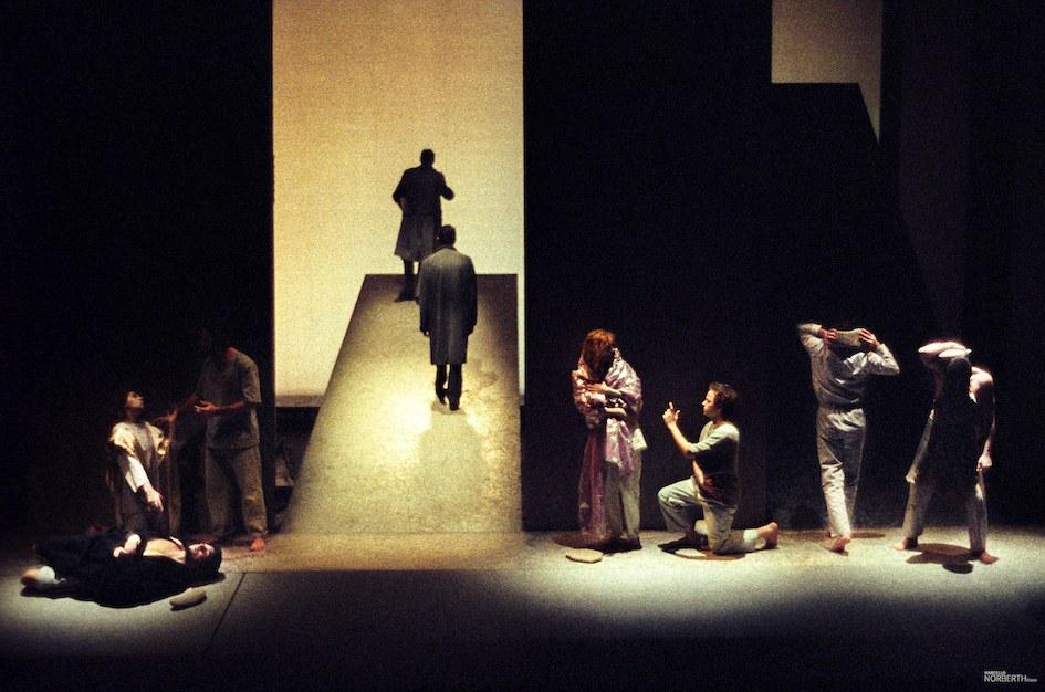 fig. 4 Federico Tiezzi,Il Purgatorio. La notte lava la mente, 1990. © Archivio Marcello Norberth