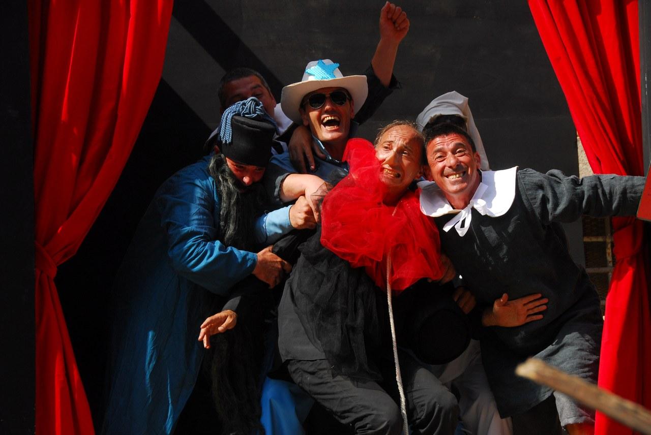 Fig. 5. Compagnia della Fortezza, Pinocchio. Lo Spettacolo della Ragione, regiadi Armando Punzo (Casa di Reclusione di Volterra, 2008), foto di Stefano Vaja