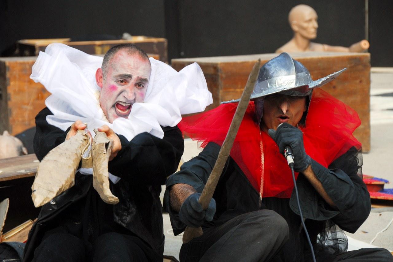 Fig. 6. Compagnia della Fortezza, Pinocchio. Lo Spettacolo della Ragione, regiadi Armando Punzo (Casa di Reclusione di Volterra, 2008), foto di Stefano Vaja