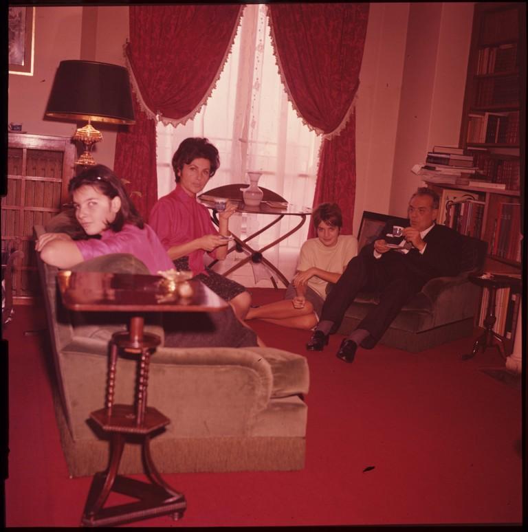 Fig. 4 Catherine insieme al padre Charles, alla madre Claudie e alla sorella Agnès, 1960, © Museo nazionale del cinema-Torino; Centro sperimentale di cinematografia, Cineteca nazionale – Roma