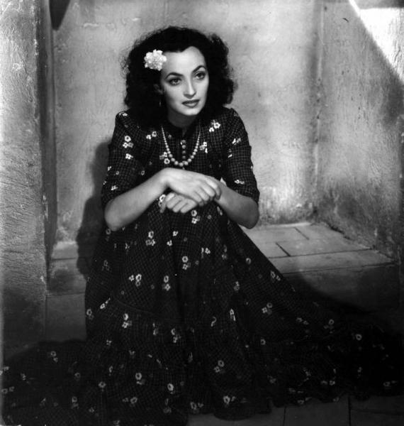 Fig. 1 Doris Duranti in Carmela (1942) di Flavio Calzavara