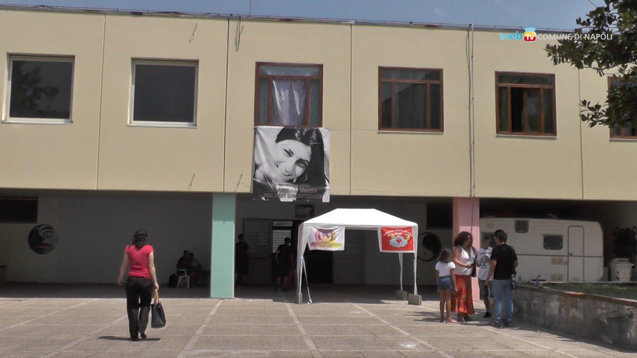 L'ingresso dei locali gestiti dal Laboratorio Mina a Scampia. Fonte: web tv del Comune di Napoli