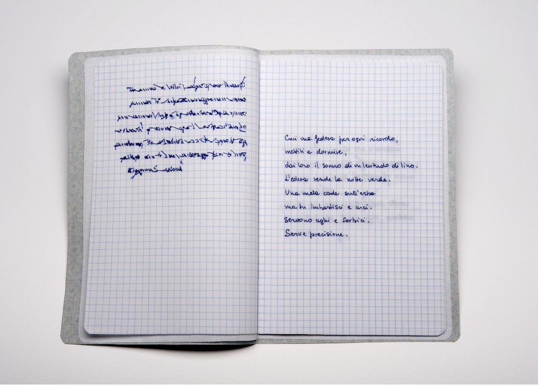 Sabrina Mezzaqui, Cucire (A.A.) 2014, ricamo su tessuto, quaderno aperto 23x31 cm. Courtesy Galleria Passaggi, Pisa. Foto Rino Canobbi