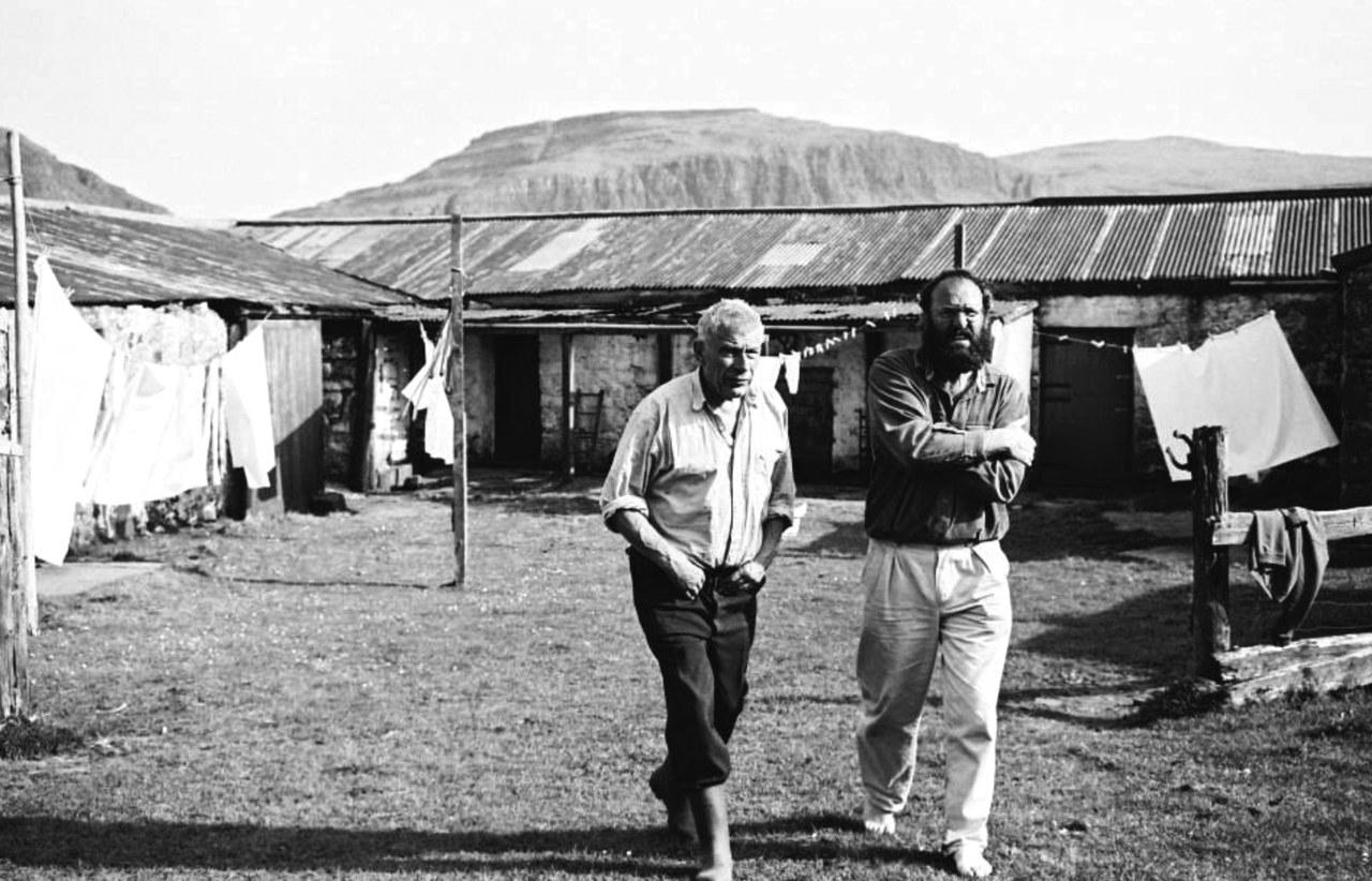 John Berger e Tim Neat durante le riprese di Walk Me Home, regia di Tim Neat, 1993