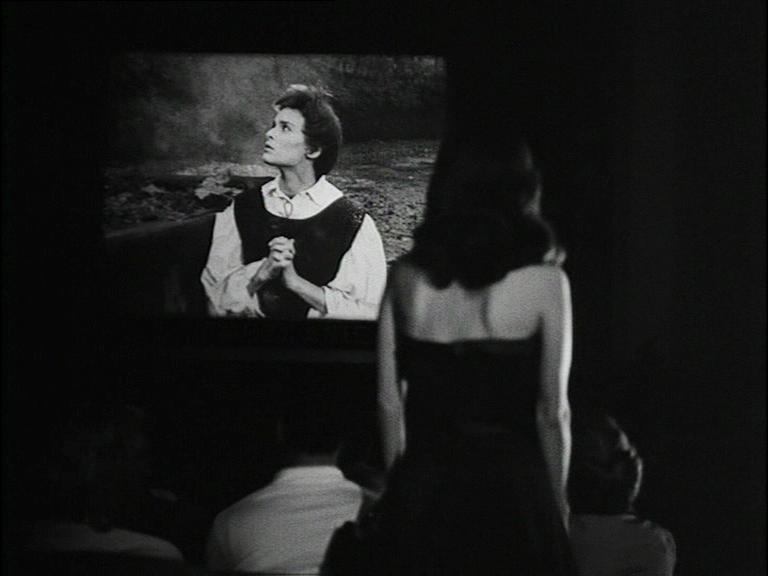 Clara: «Ho paura ogni volta che mi rivedo sullo schermo… Devo ripetermi dieci volte al minuto: sono io? Io?» (La signora senza camelie, di Michelangelo Antonioni, 1953)