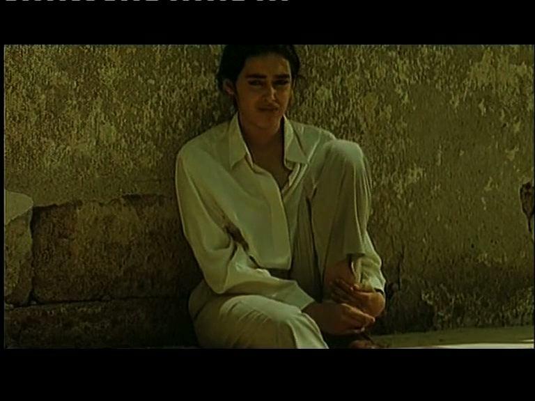 """Una scena di …con amore, Fabia di Maria Teresa Camoglio, 1993 - Fabia non appare come una """"vera"""" donna"""