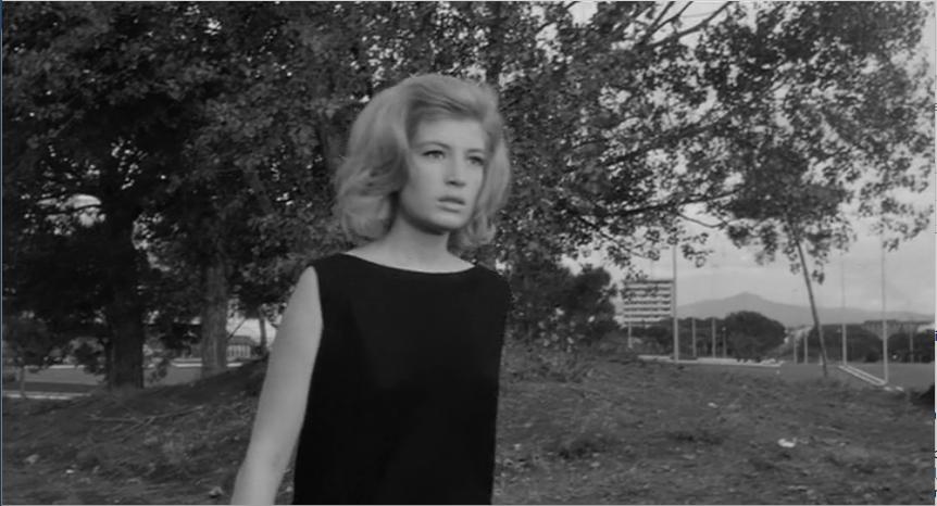 Vittoria cammina per le strade dell'Eur, L'eclisse (1962)