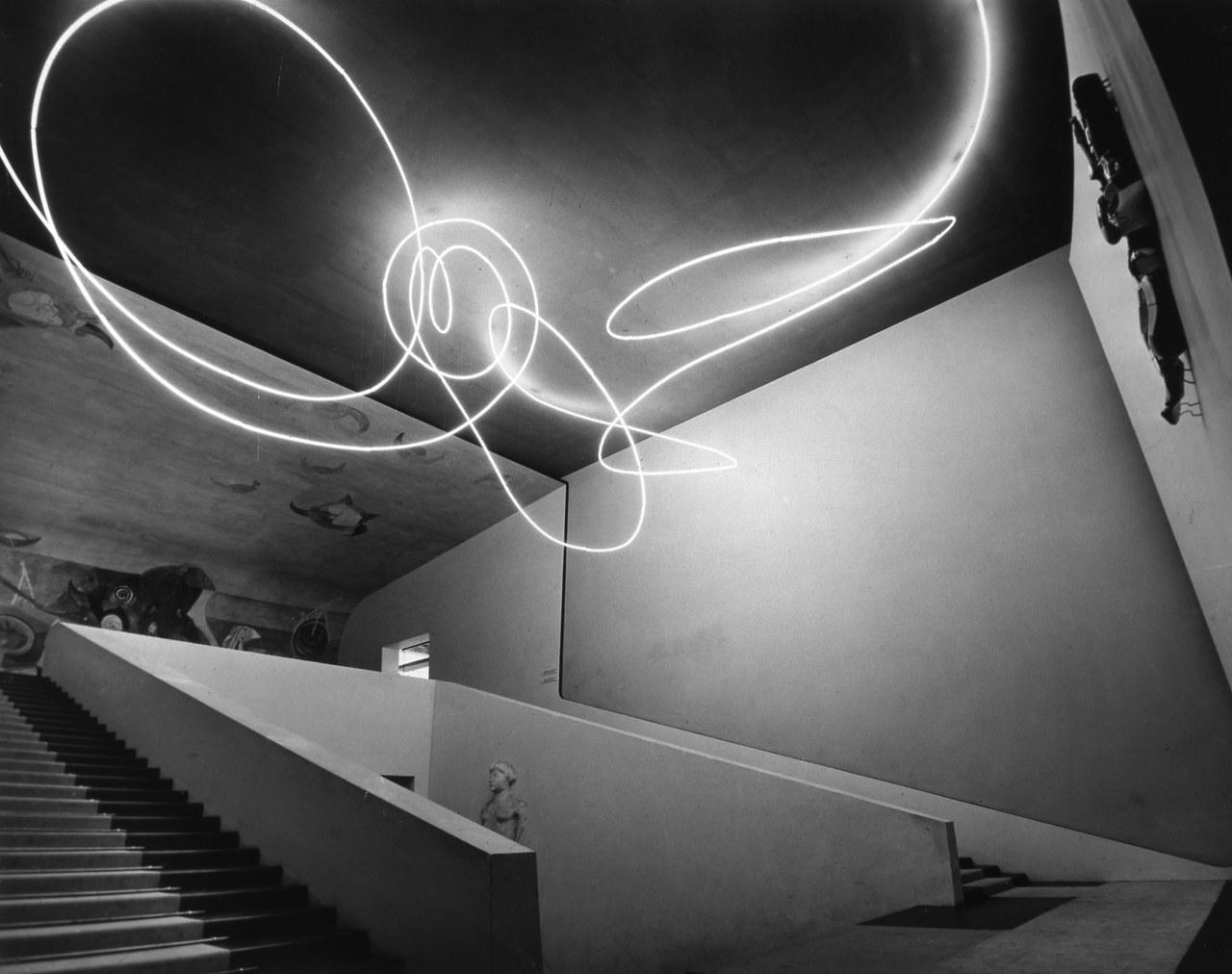 Lucio Fontana, Struttura al neon per la IX edizione della Triennale di Milano, 1951 ©Fondazione Fontana
