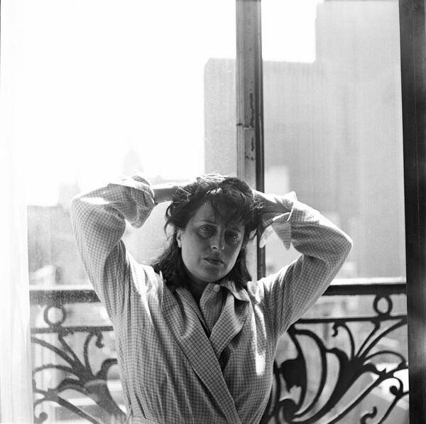 Fig. 1 Anna Magnani nel suo albergo a New York. Fotografata da Tony Vaccaro, 1953
