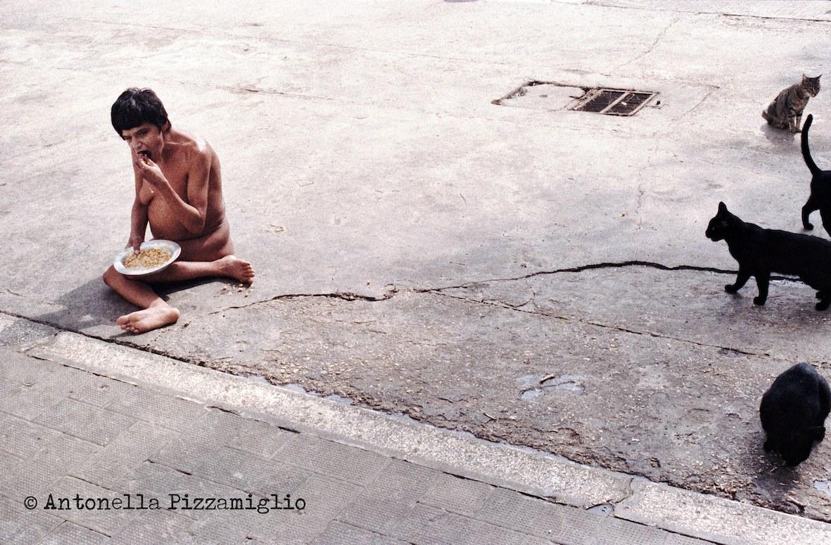 © Antonella Pizzamiglio, Leros. Il mio viaggio, 1989. Le condizioni dei malati che generarono uno scandalo internazionale