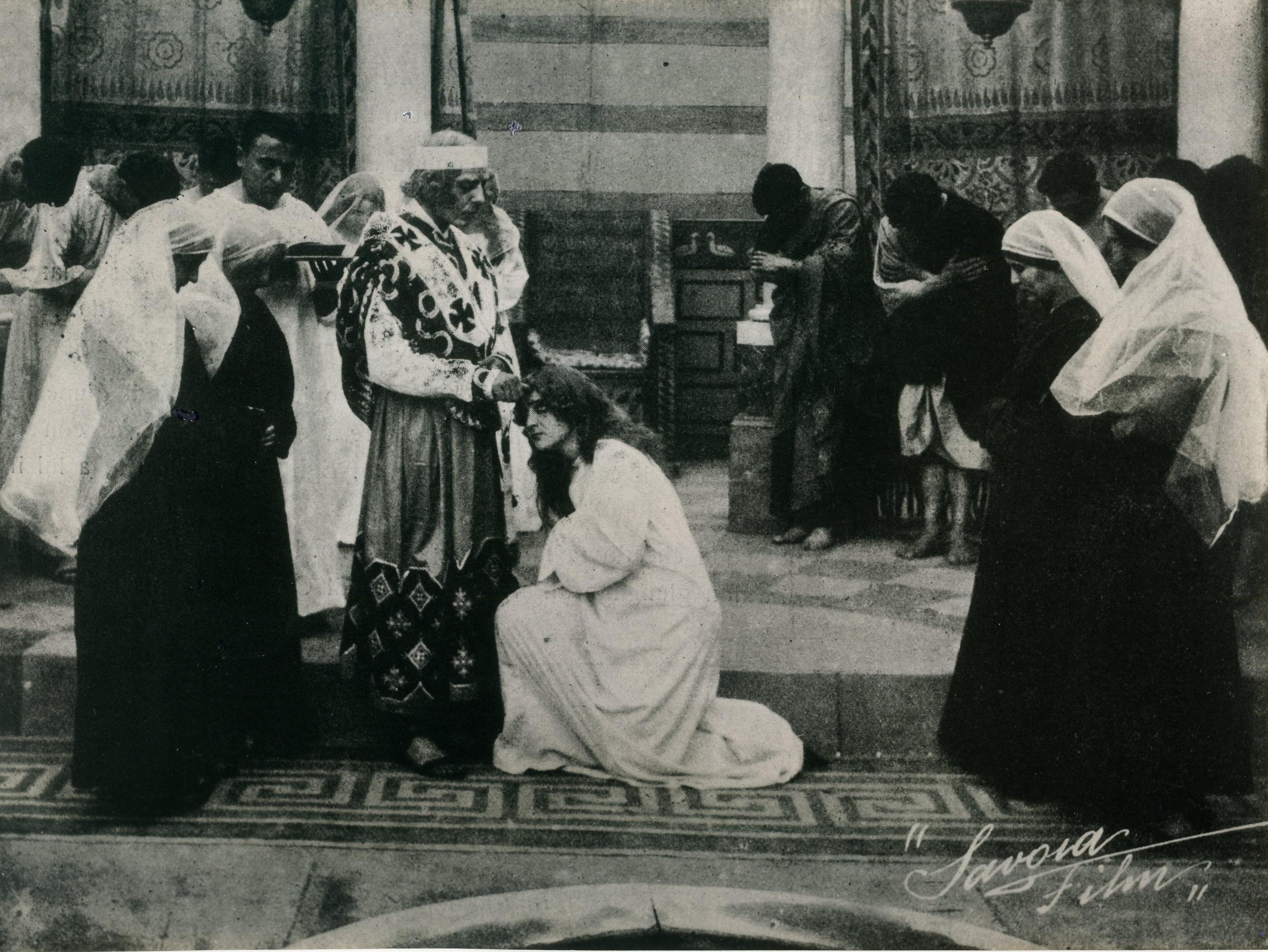 Una scena da In hoc signo vinces! di Nino Oxilia, Savoia film,1913. Collezione Fondo Turconi, Pavia