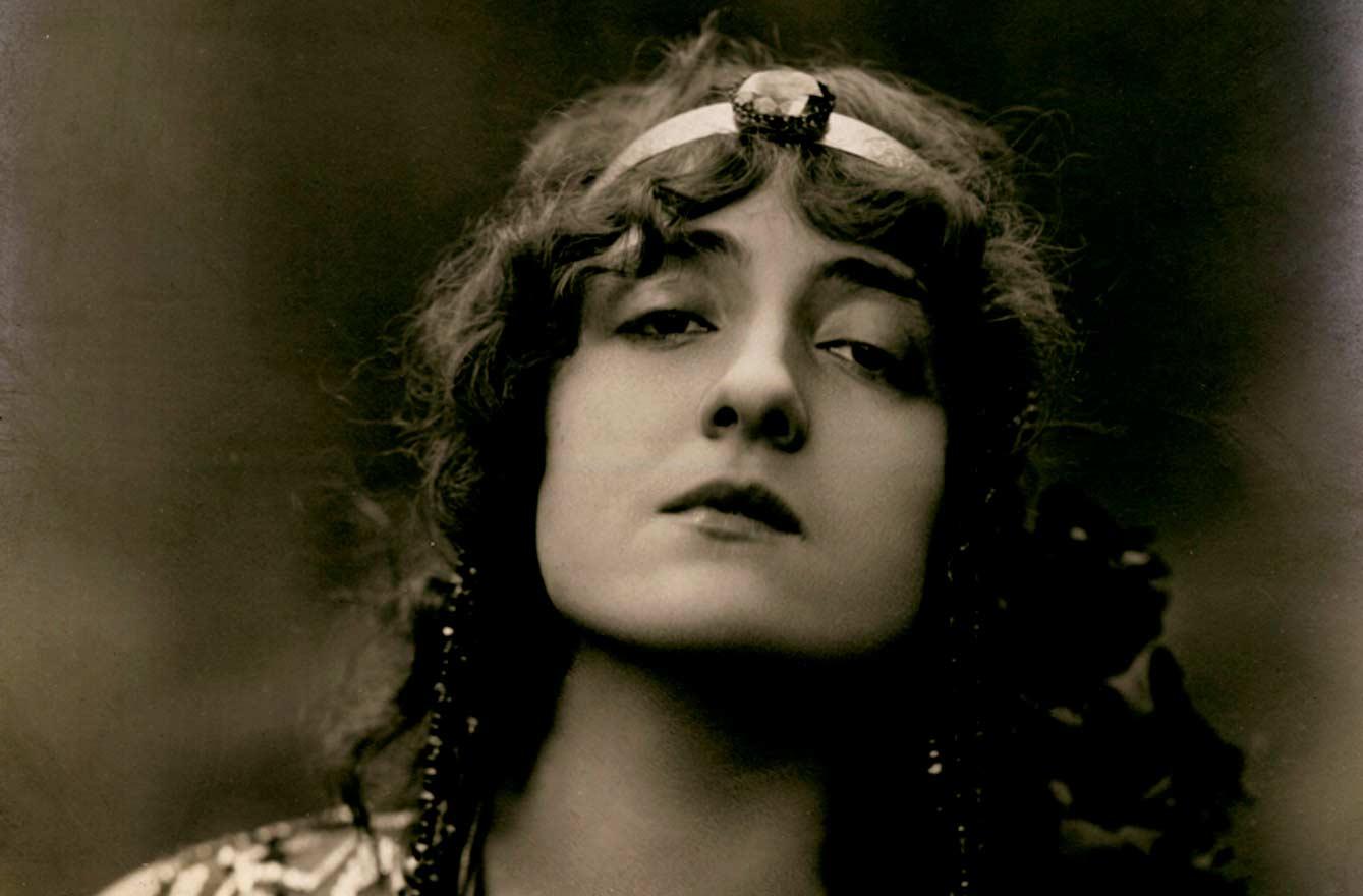Lyda Borelli in Salomè, 1910 circa, Fotografia Varischi e Artico, SIAE - Biblioteca e Raccolta Teatrale del Burcardo, Roma