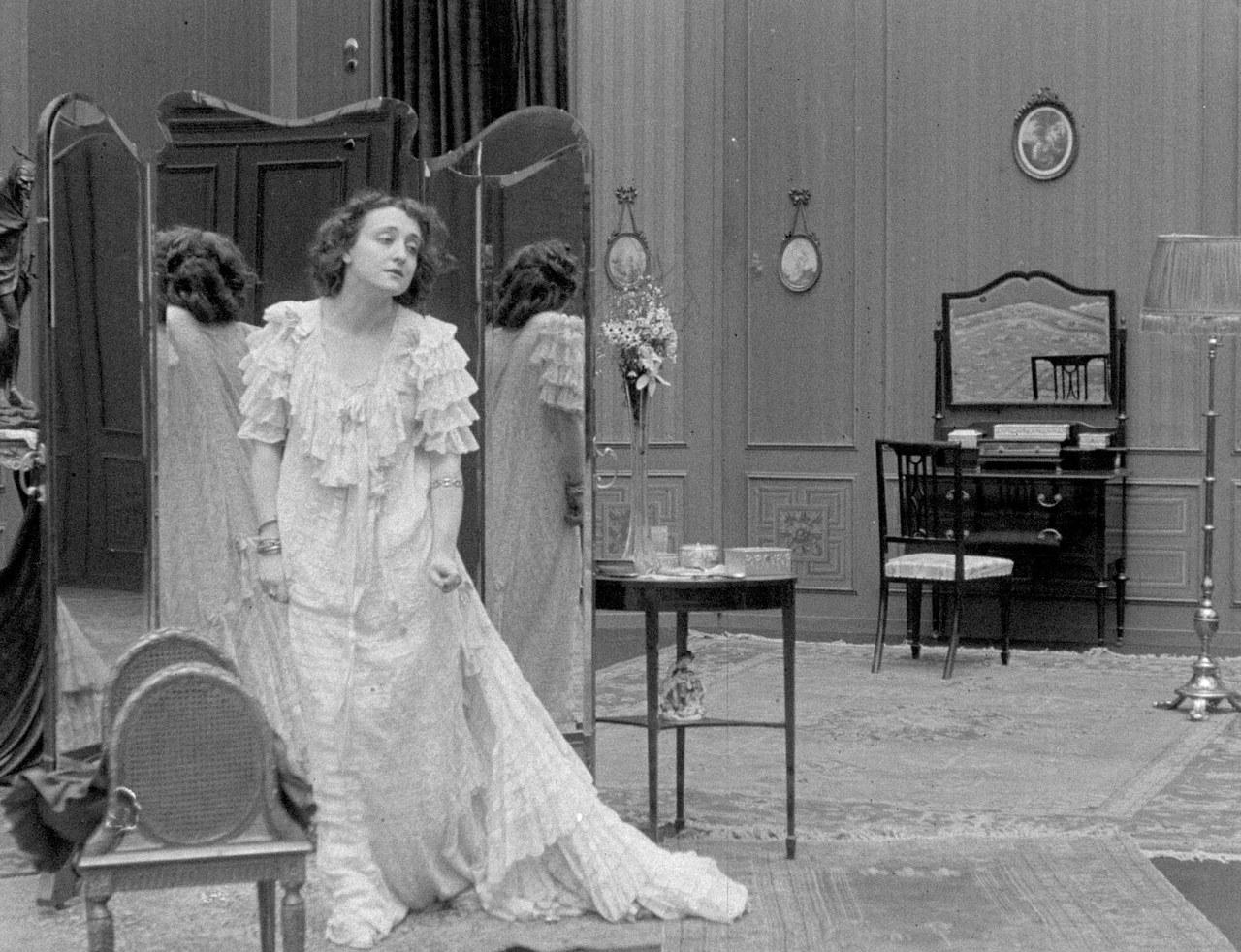 Fotogramma tratto da Ma l'amor mio non muore! di Mario Caserini, 1913