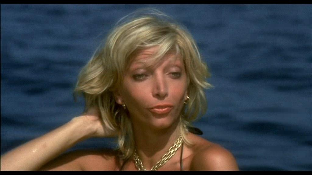 Il volto di Mariangela Melato in Travolti da un insolito destino nell'azzurro mare di agosto (1960) rievoca, nella pettinatura e nelle espressioni, quello di Monica Vitti