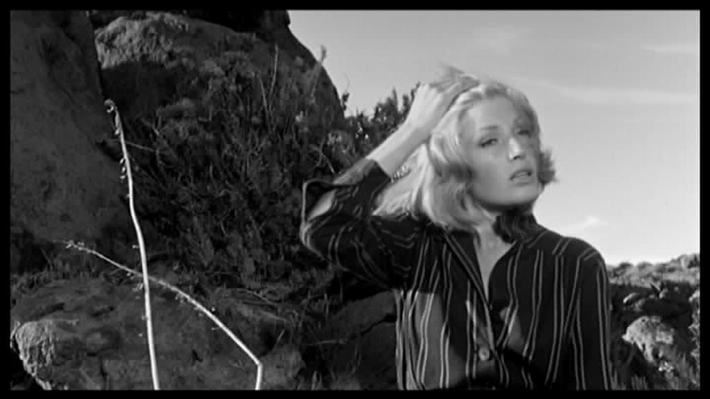 Monica Vitti in L'avventura (1960) ispirazione per la performance di Melato naufraga con Giannini