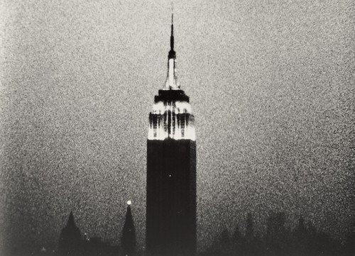 Fotogramma da A. Warhol, Empire (1964)