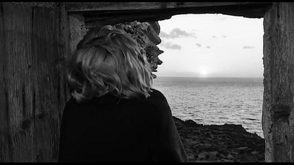 Monica Vitti nel film L'avventura di Michelangelo Antonioni, 1960