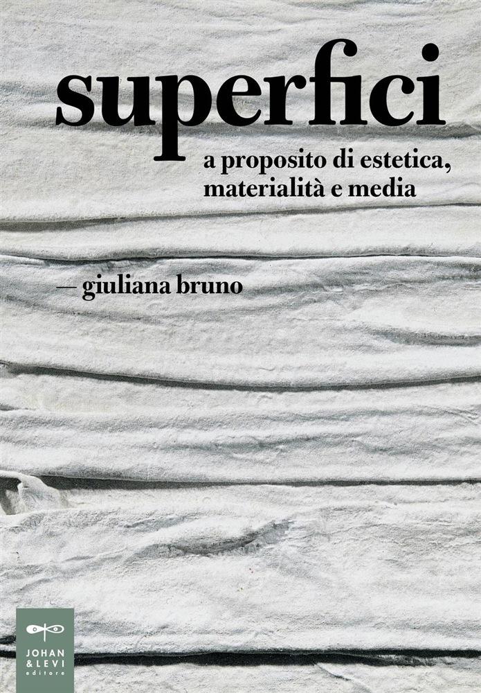Copertina del volume Superfici di Giuliana Bruno (Johan & Levi, 2016)