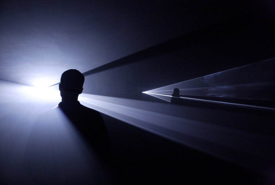 Anthony McCall, You and I, Horizontal (III) 2007