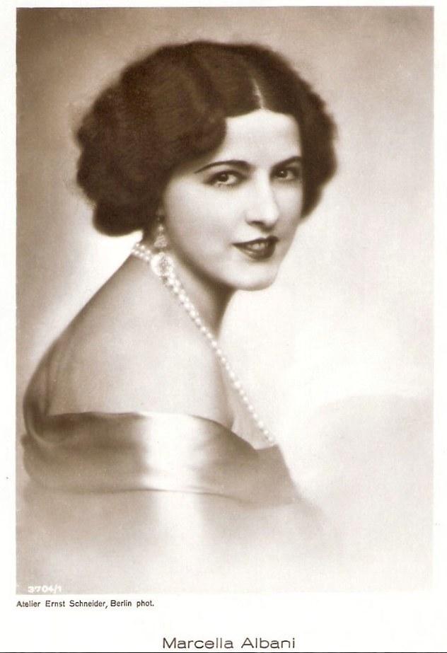 Fig. 1 Marcella Albani, cartolina, Atelier Ernest Shneider, Berlin phot.