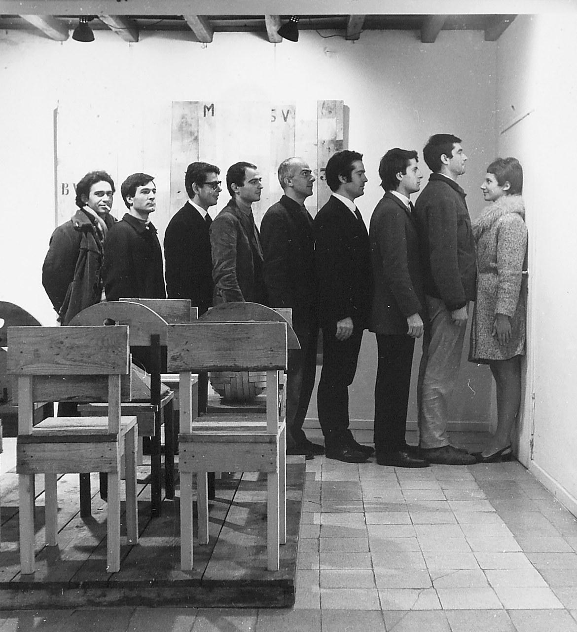 Fig. 5 Paola Pitagora e gli artisti di Piazza del Popolo