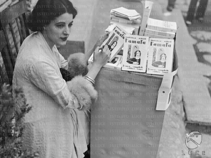 Fig. 5 Marcella Albani al mercato Traiano 7 giugno 1932