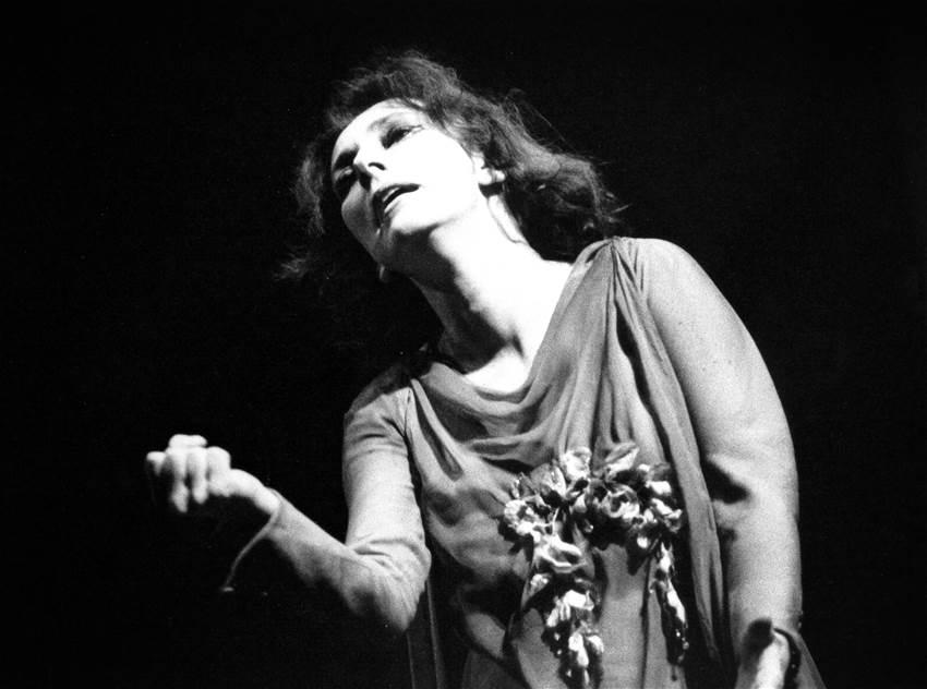 Fig. 4 Cortese interpreta Ilse in I giganti della montagna (regia di Giorgio Strehler, Piccolo Teatro di Milano, 1966)
