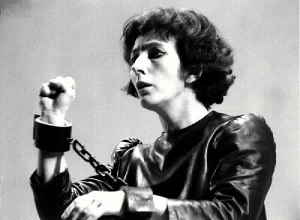 Fig. 5 Il processo di Giovanna d'Arco a Rouen (regia di Klaus Michael Grüber, Piccolo Teatro di Milano, 1968)