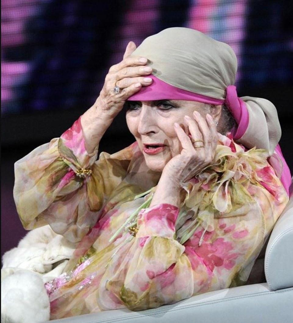 Fig. 8 Valentina Cortese a Che tempo che fa (aprile 2012)