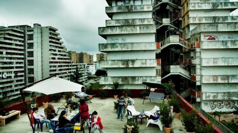 Una terrazza in mezzo alle Vele di Scampia in Gomorra - La serie