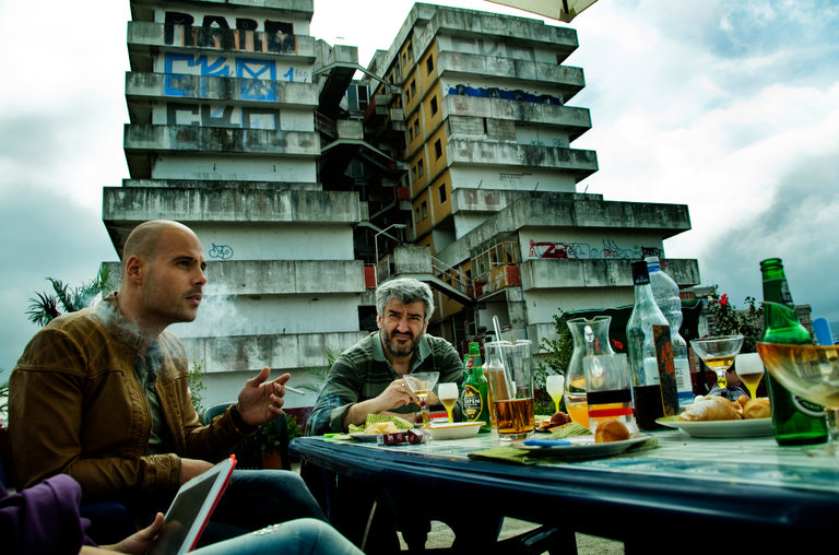 Pranzo all'aperto tra le Vele in Gomorra - La serie