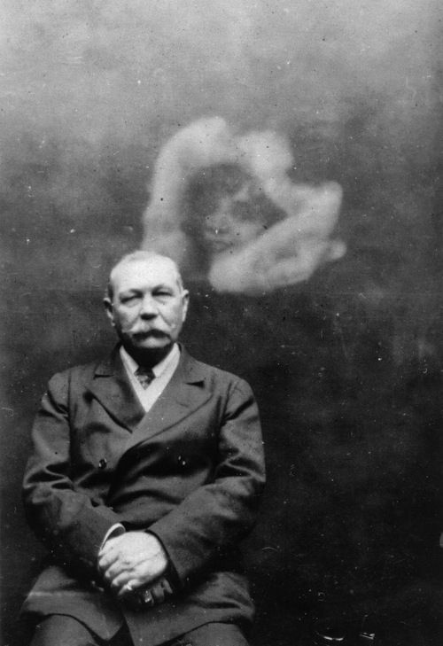 Arthur Conan Doyle during a seance