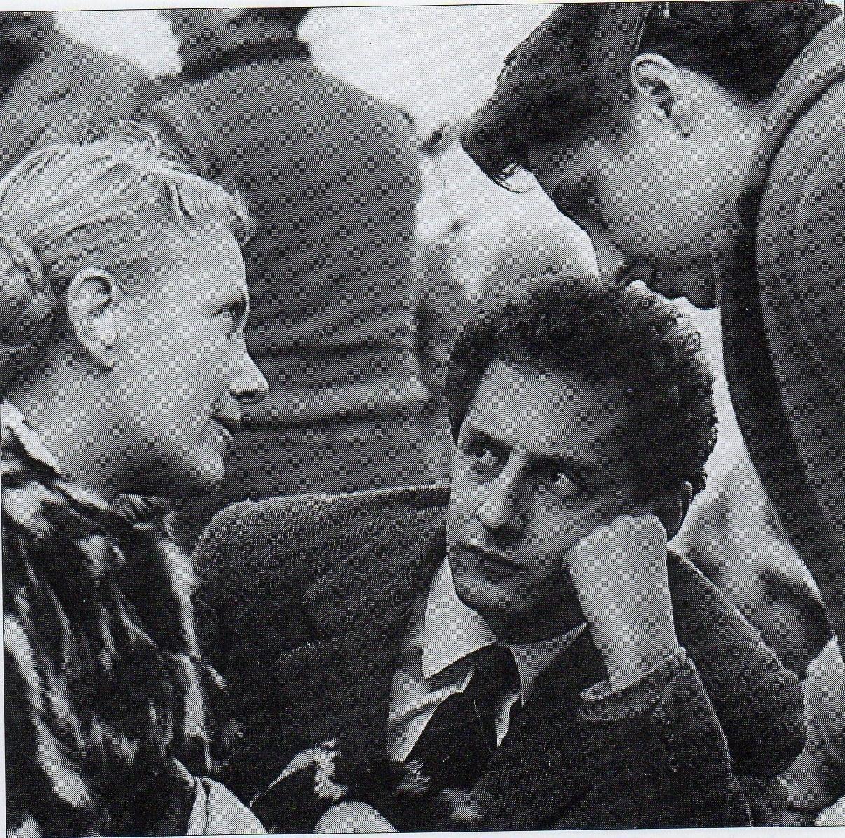 Isa Miranda, Francesco Maselli e Goliarda Sapienza sul set de Gli sbandati (1955) © Archivio Sapienza Pellegrino