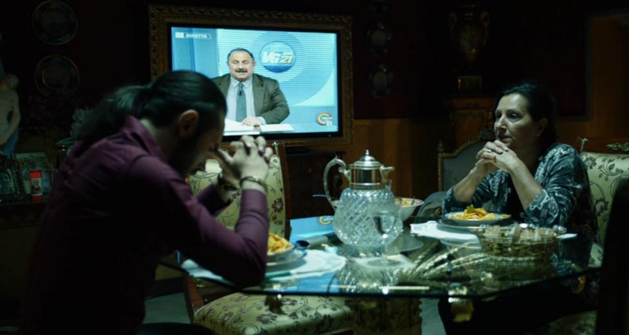 Casa della madre di Salvatore Conte: la preghiera di fronte allo schermo