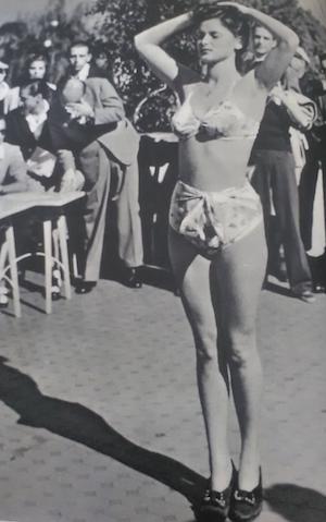 Lucia Bosè in bikini nel 1947