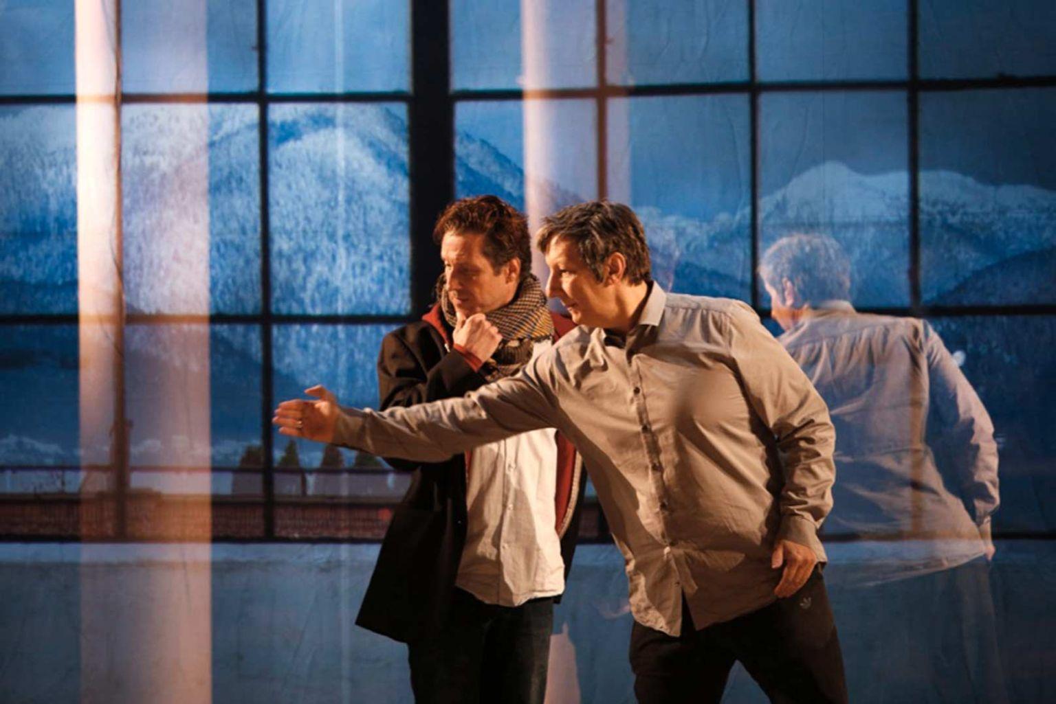 Robert Lepage con gli attori. Ph. Michèle Laurent, dal sito ufficiale del Théâtre du Soleil