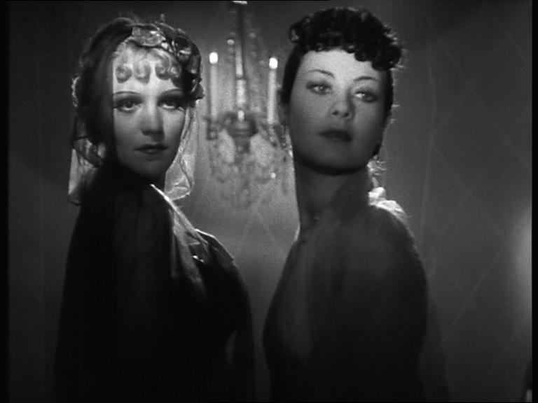 Maria Denis in un fotogramma di La contessa di Parma di Alessandro Blasetti, 1937