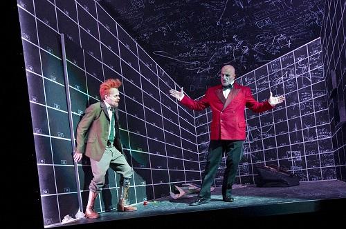 Faust e Mefistofele all'interno dell'appartamento-gabbia del protagonista, I parte