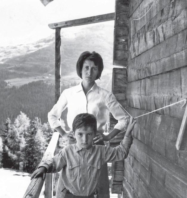 Iela e Michele fotografati da Enzo Mari nel 1962; foto stampata a p. 15 e sulla copertina di Leggenda privata, Torino, Einaudi, 2017