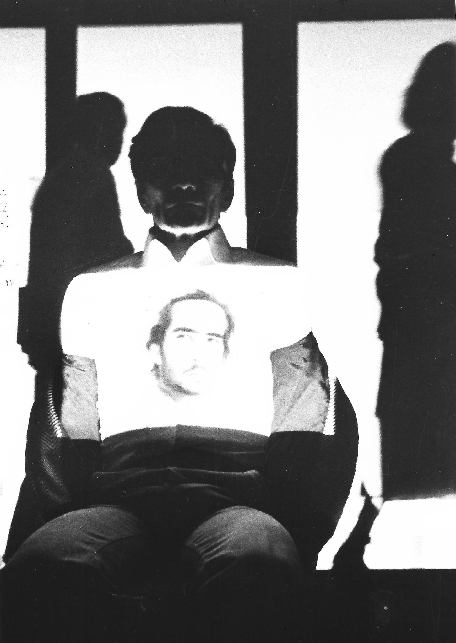 Pasolini in uno scatto della performanceIntellettualedi Fabio Mauri (1975) © Antonio Masotti