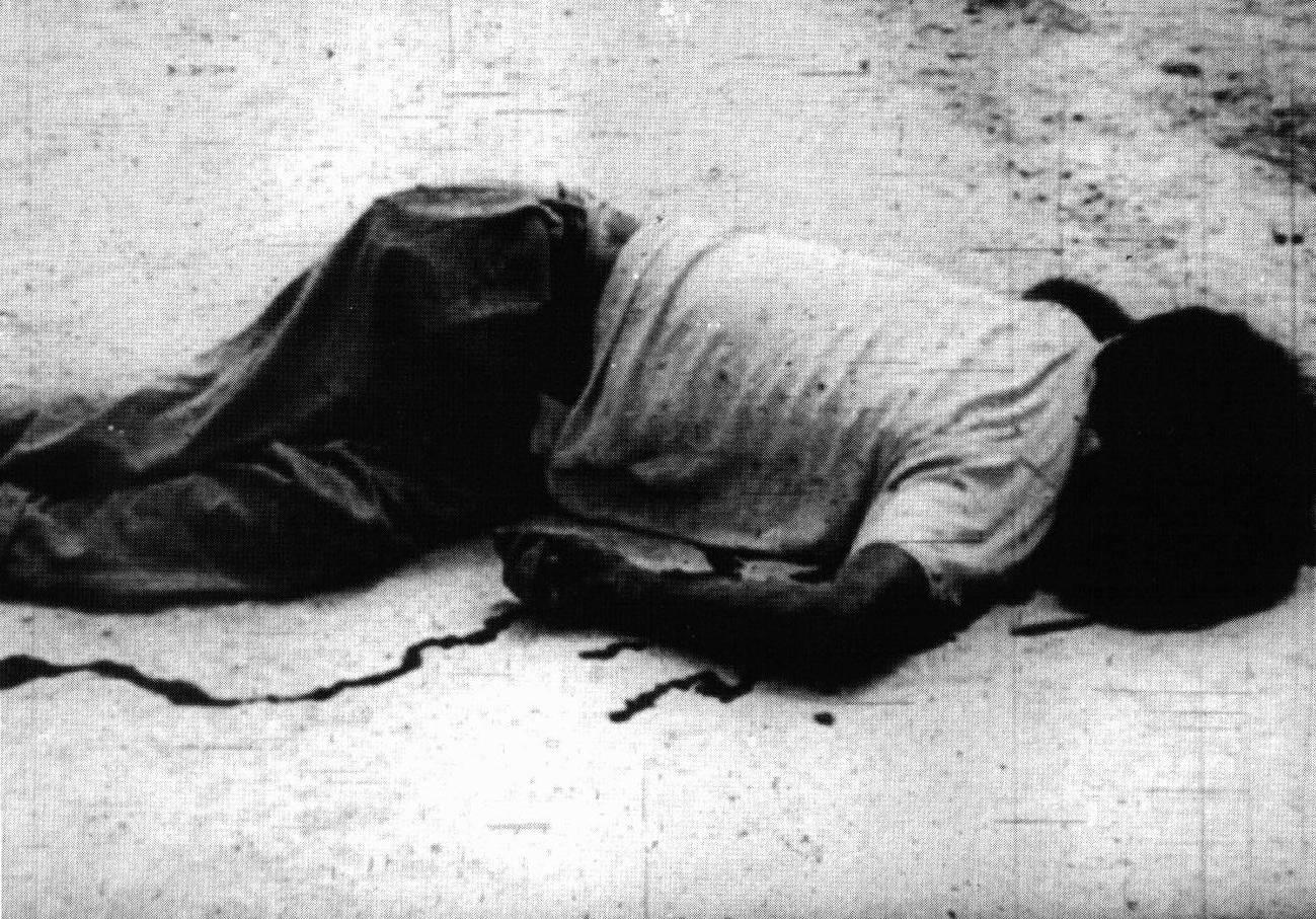 Fotogramma della sequenza sulla Rivoluzione cubana nel film La rabbia di Pier Paolo Pasolini, 1963