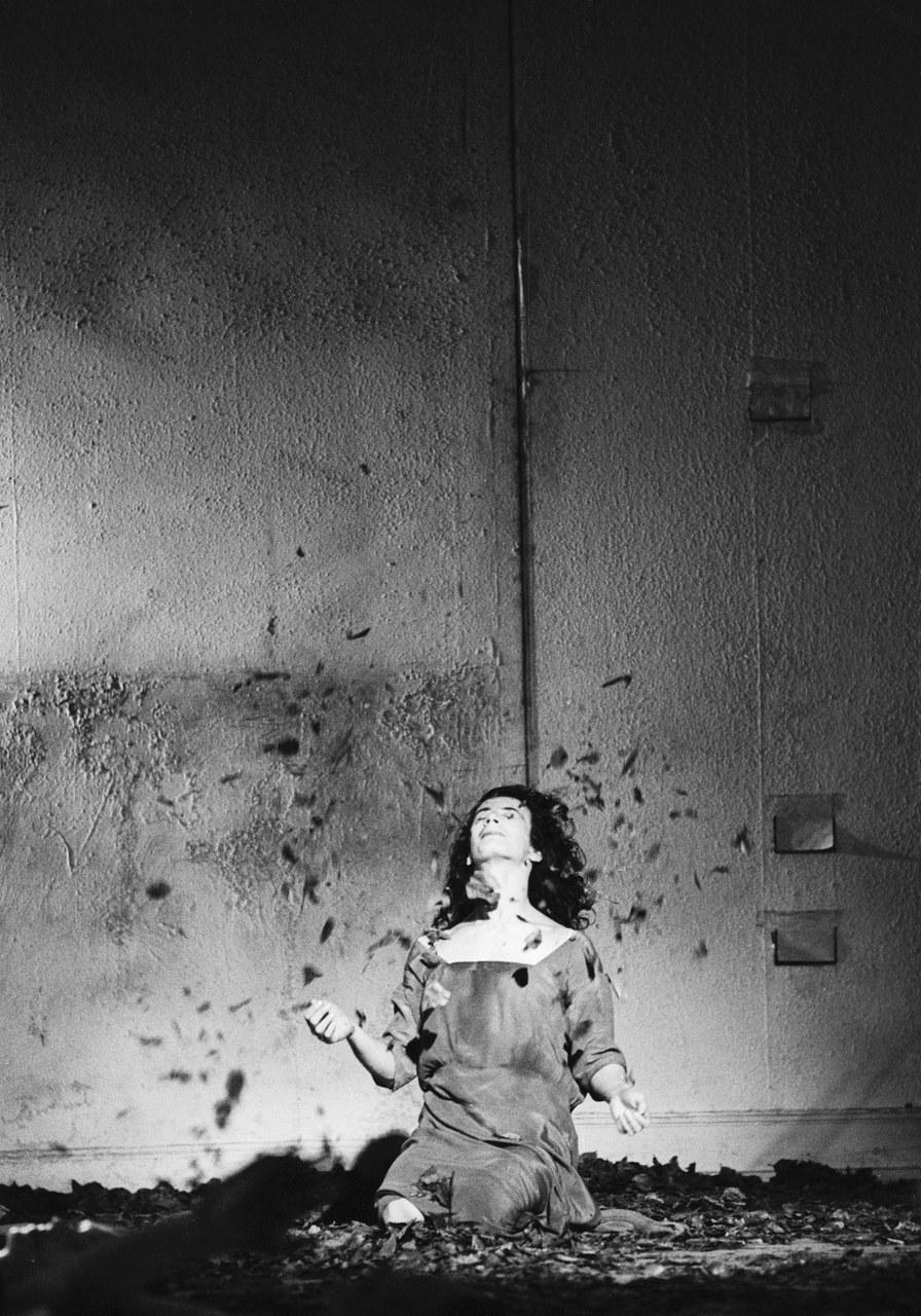 Fig. 2 Beatrice Libonati in Blaubart. Foto: Ulli Weiss, © Pina Bausch Foundation.