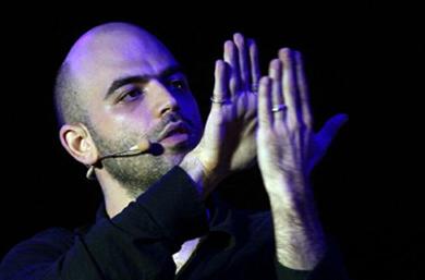 Roberto Saviano sul palco