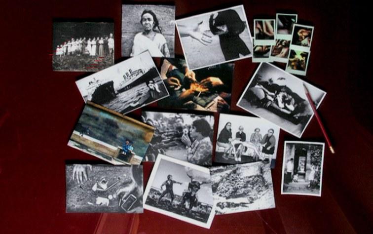 L'atlante di fotografie commentate in Une minute pour une image (1983) © Ciné-Tamaris